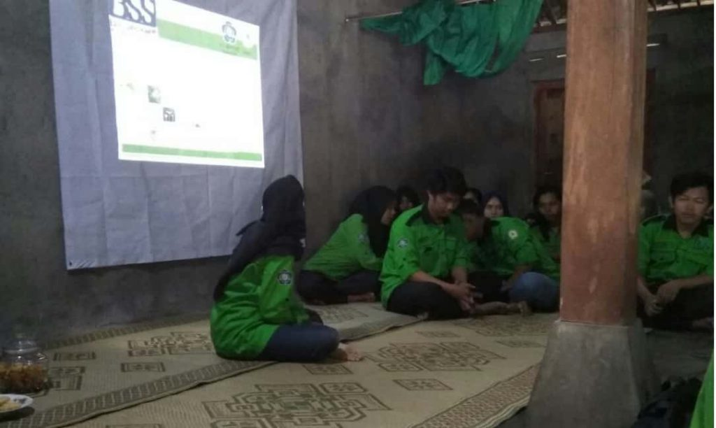 Sosialisasi pengolahan sampah dan pengenalan bss di desa ngandong_page4_image2